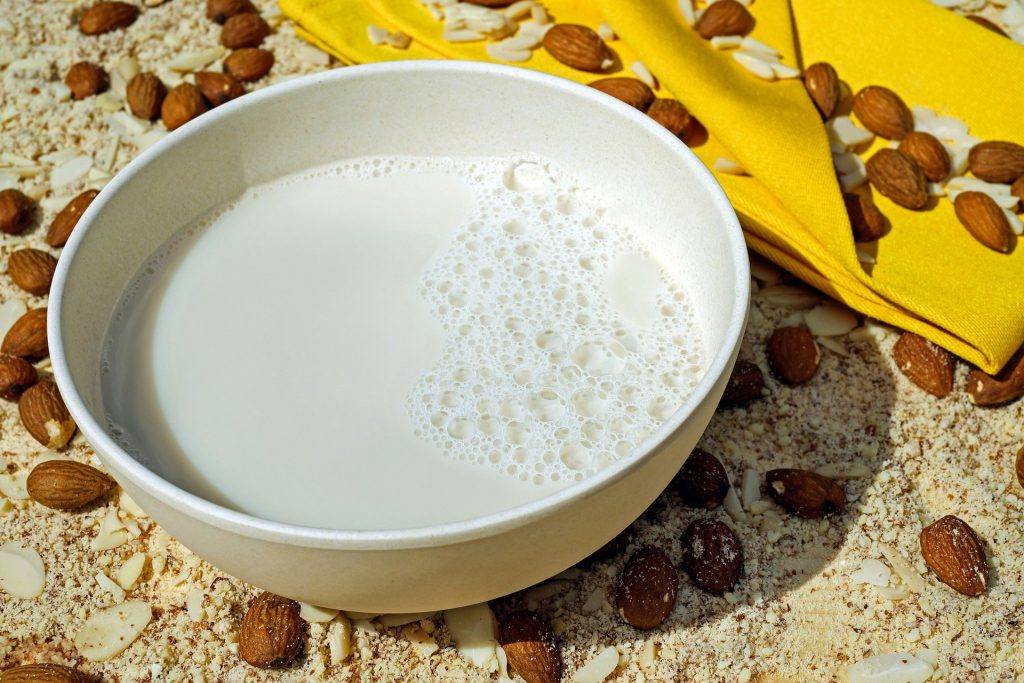 almond-nut-milk