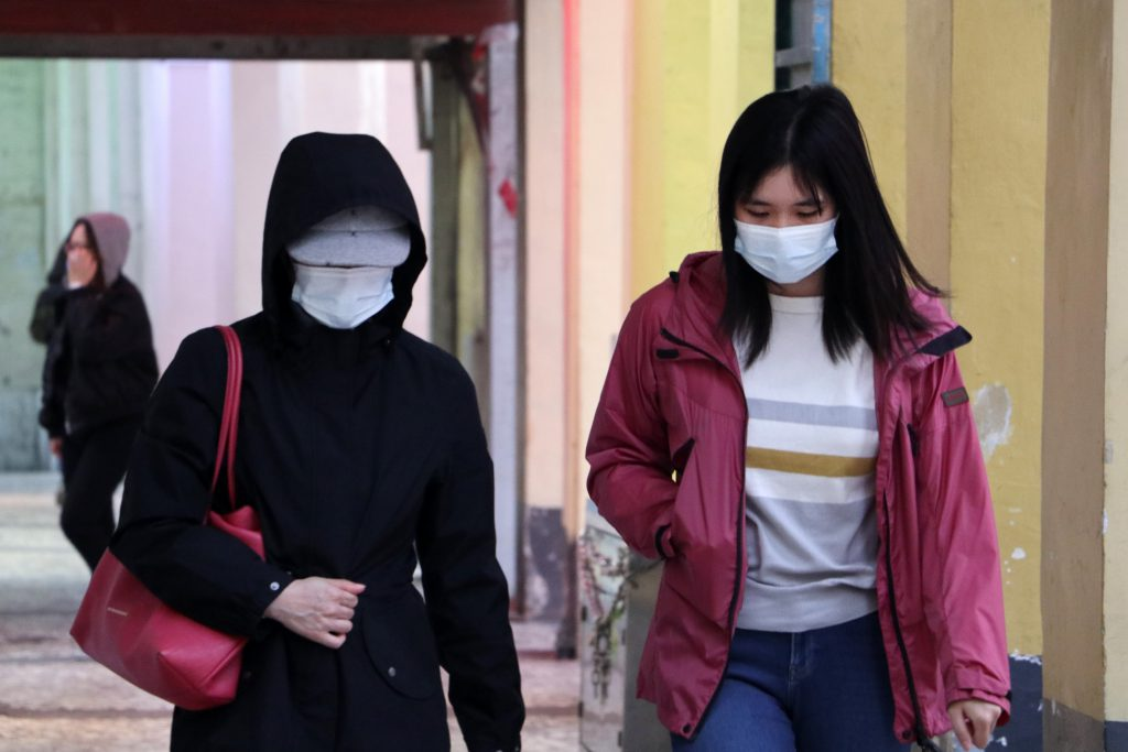 couple-women-walking-with-facemask